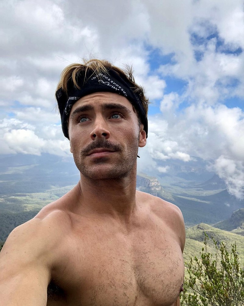 Zac Efron december 2017 holidays